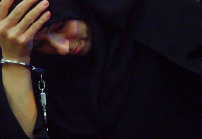 Afsaneh Nowrouzi pasó siete años en el corredor de la muerte de Irán. Fue indultada después de que la familia de su víctima recibiera una compensación económica. © AP Photo/Str
